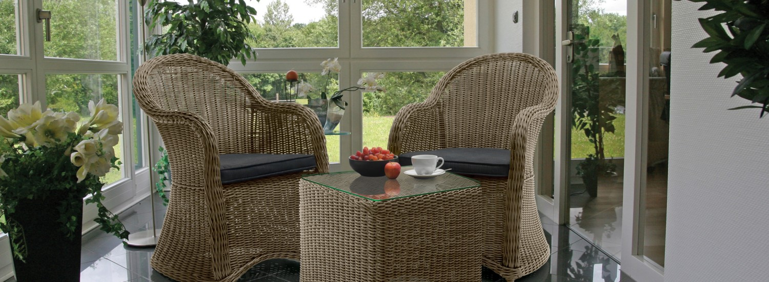 Banaba 2 seater & side table Rattan (smaller)